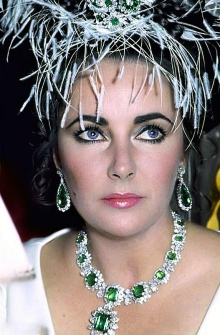 Elizabeth-Taylor-Emerald-Necklace.jpg